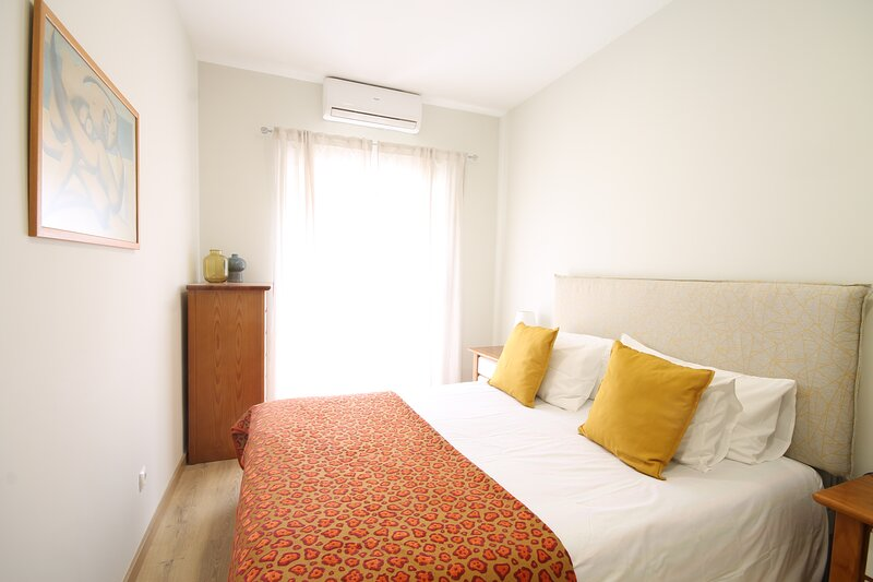 Nice Flat by Quinta das Conchas, holiday rental in Loures