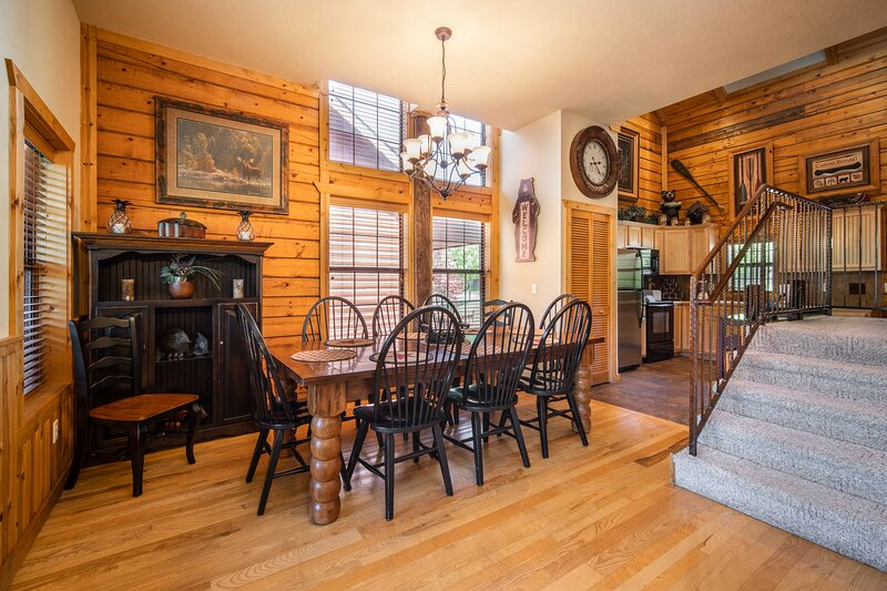 Kat's Kozy Kabin - Walk-in Family Cabin with Game Loft and Fireplace, vacation rental in Branson