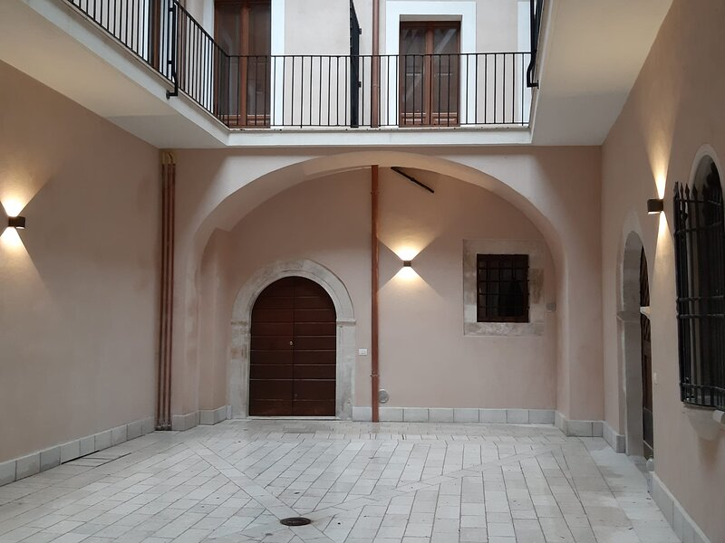 APPARTAMENTO/LOFT IN PALAZZO DEL QUATTROCENTO, holiday rental in Rovere
