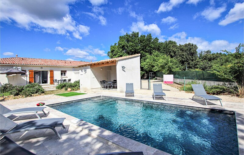 Stunning home in Rochefort du Gard with Outdoor swimming pool and 6 Bedrooms (FL – semesterbostad i Domazan