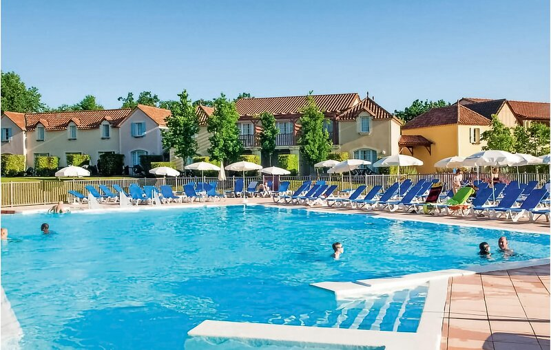 Nice apartment in Monflanquin with Outdoor swimming pool, WiFi and Heated swimmi, Ferienwohnung in Pailloles