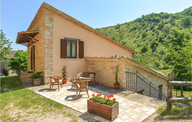 Awesome home in Cagli with Internet and 4 Bedrooms (IMM247) – semesterbostad i Cardella