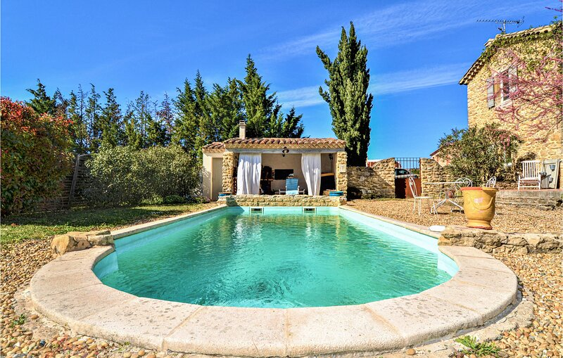 Beautiful home in Mejannes-les-Ales with Outdoor swimming pool, WiFi and 5 Bedro, holiday rental in Saint-Privat-des-Vieux
