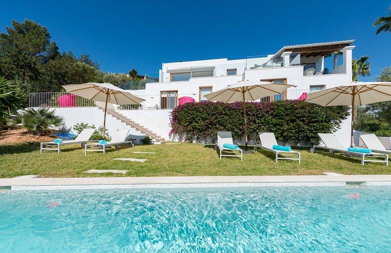 THE VILLA CanVITSA BELLE. THE HOME ESCAPE. Sat - Sat, holiday rental in Playa d'en Bossa