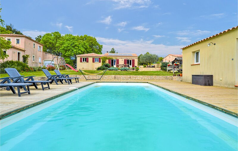 Stunning home in Saint Victor des Oules with Outdoor swimming pool, Heated swimm, holiday rental in Vallabrix