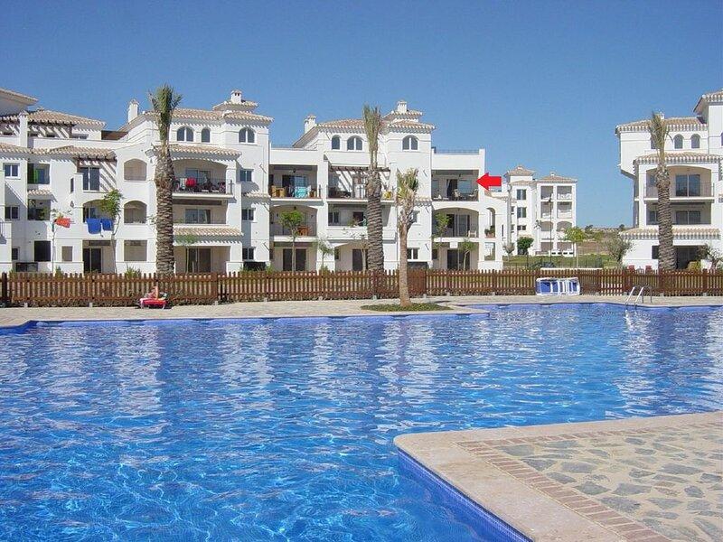 2bedroom, 2nd floor apt,lift, shared pool sleeps 4, holiday rental in La Tercia
