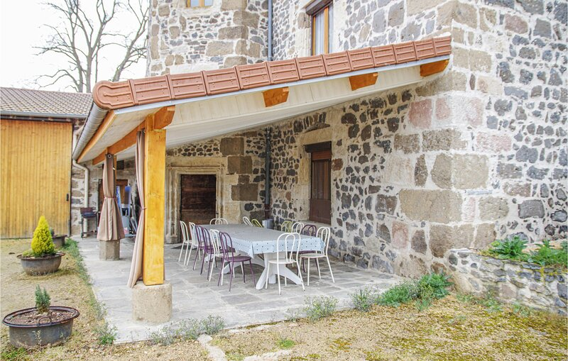 Nice home in Beaulieu with WiFi and 3 Bedrooms (FUH003), vacation rental in Espaly-Saint-Marcel