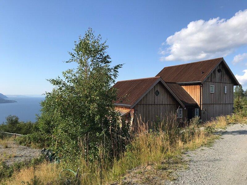Villa Fjara and Annex Fjara sleeps 30, holiday rental in Hedmark