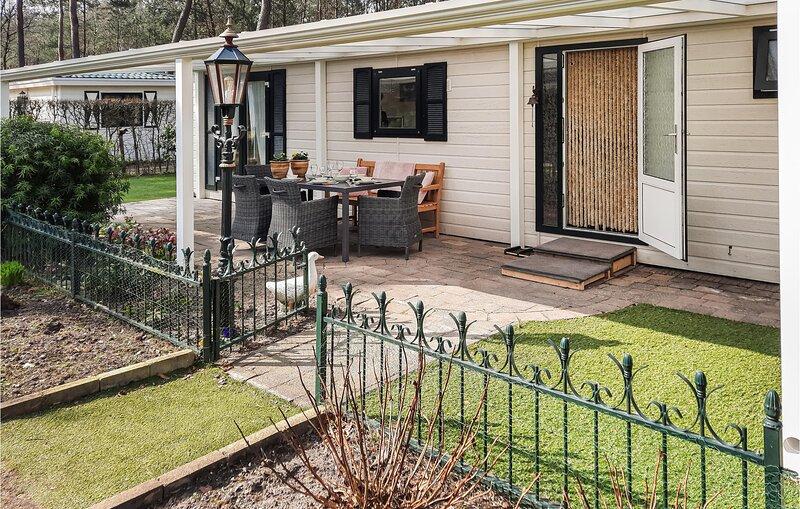 Amazing home in Doornspijk with Outdoor swimming pool, WiFi and 2 Bedrooms (HGE0, holiday rental in Vierhouten