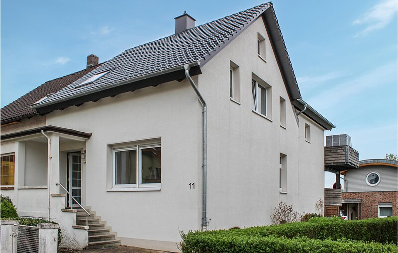 Beautiful apartment in Bad Pyrmont with WiFi and 1 Bedrooms (DWE016), alquiler vacacional en Hämelschenburg