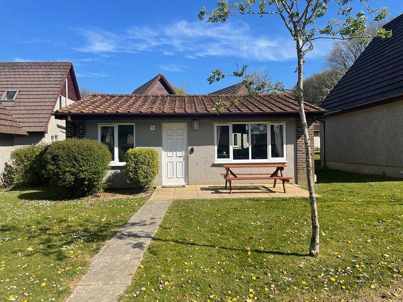 91 Hengar Manor, premium self catering bungalow, holiday rental in Tredethy