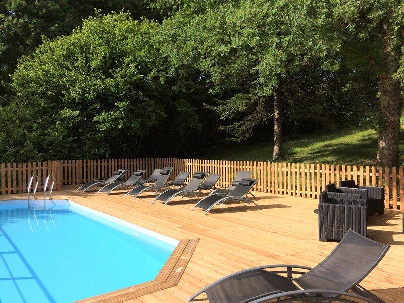 Perigord Villa du chene jusqua 68 personnes, holiday rental in Montrem