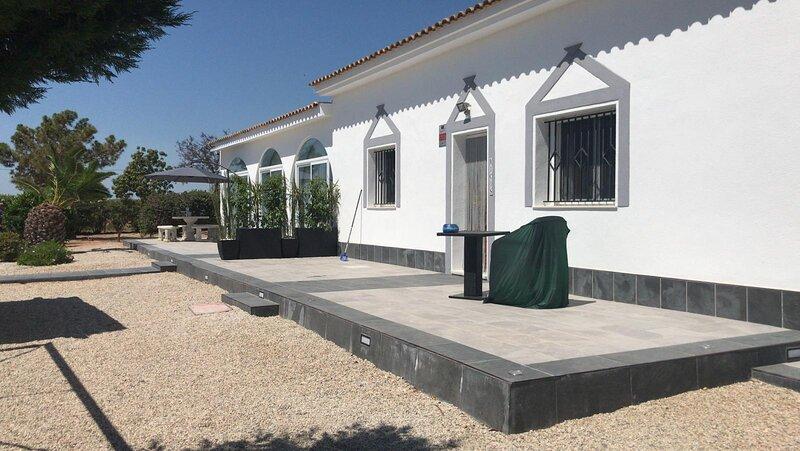 Stunning Country Apartment at Villa Almendricos near Historic Lorca, vacation rental in Velez Rubio