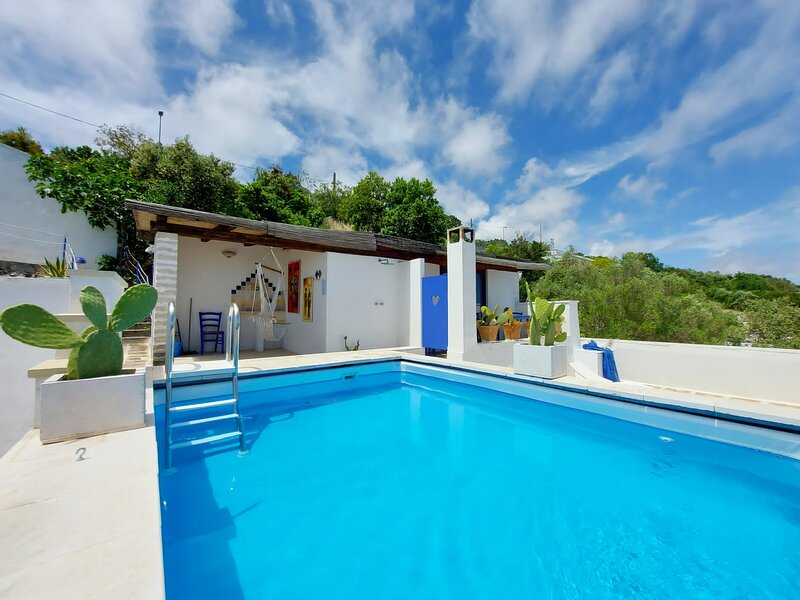 BLU SUITE COTTAGE ON THE SEA AND SWIMMING POOL, holiday rental in Marina Serra