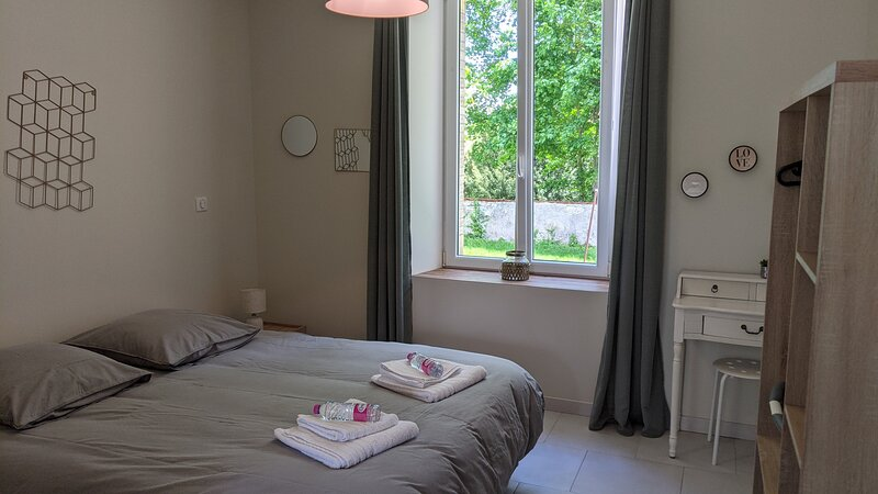 'Celui de Droite'**** Belle location avec grand jardin, holiday rental in Neufchateau