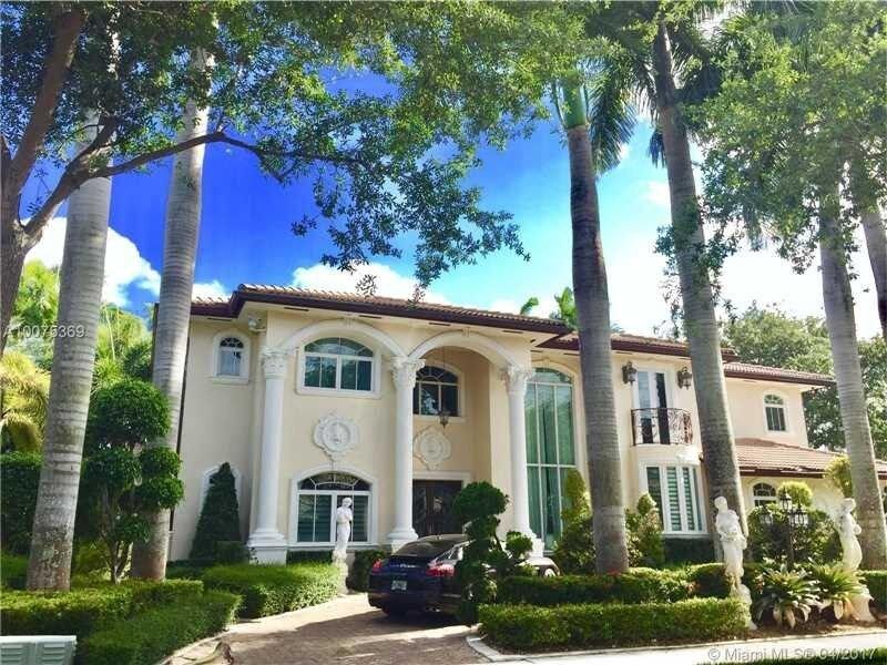LUXURIOUS PRIVATE MINI MANSION MIAMI! 6300SQFT POOL,LAKE,TIKI, holiday rental in Miami Lakes