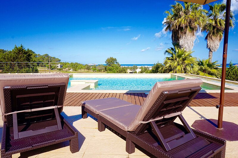 THE VILLA SUNSET-DELUXE.THE HOME ESCAPE. Sat - Sat, holiday rental in Playa d'en Bossa