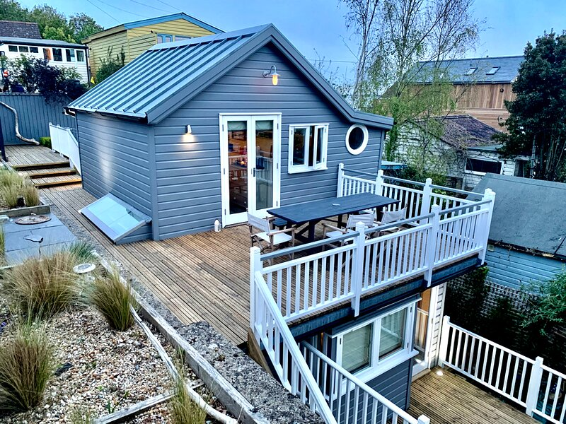 BOUTIQUE BEACH HOUSE WITH SEA VIEWS, vacation rental in Fawley