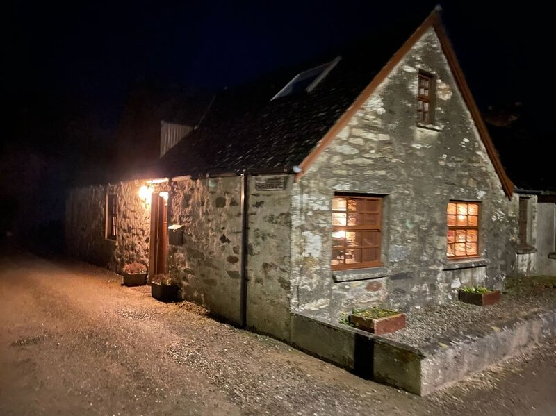 Stone Cottage in Heart of Argyll, holiday rental in Cairnbaan