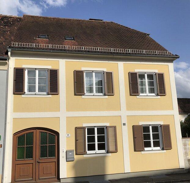 ALTSTADT-APARTMENTS Wohnung 73m² - Dachgeschoß – zentral,lässig,modern!, holiday rental in Trautmannsdorf in Oststeiermark
