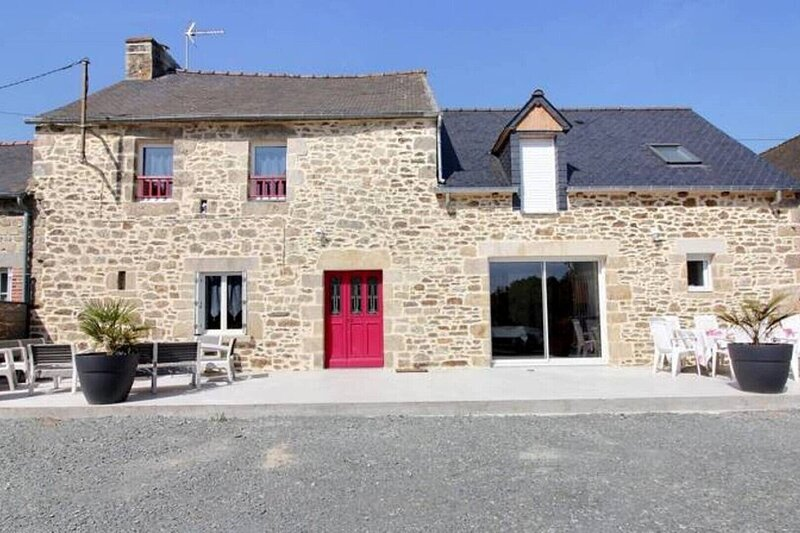 Family house and renovated old bakehouse, holiday rental in Saint-Denoual