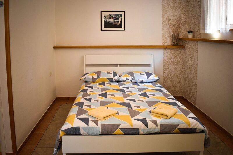 Apartments Milivoj, holiday rental in Kornic