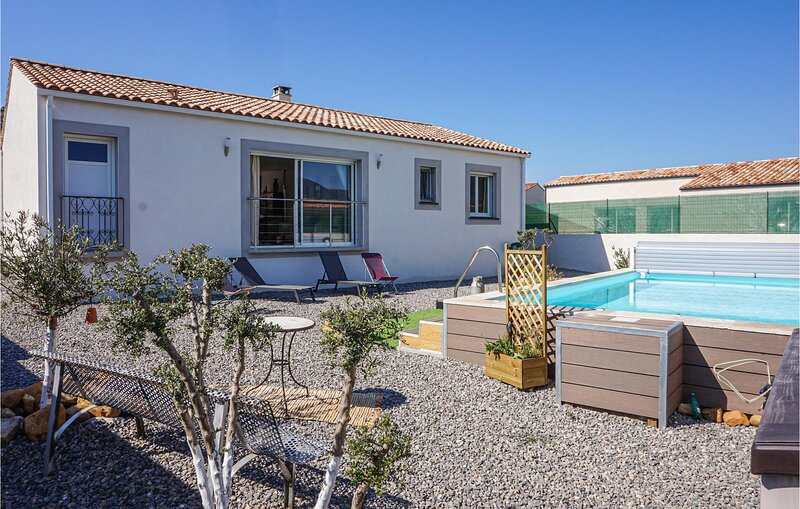 Awesome home in Saint Chinian with Outdoor swimming pool and 2 Bedrooms (FLH357), holiday rental in Cebazan