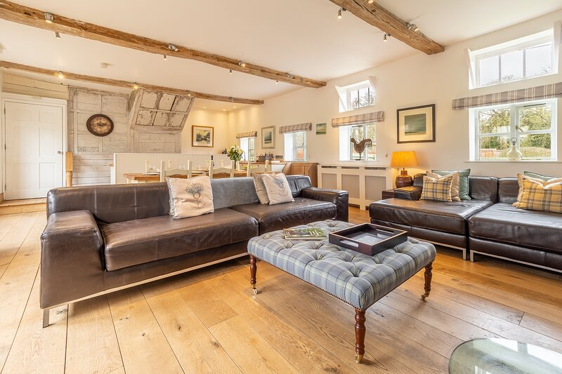 Luxury rural cottage in historic country estate - Belchamp Hall Coach House, holiday rental in Wickham St Paul