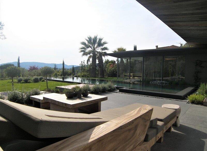 A FRENCH EXPERIENCE IN MOUGINS,SUPERB ARCHITECT DESIGNED VILLA 2 LIVING ROOMS, location de vacances à Mougins