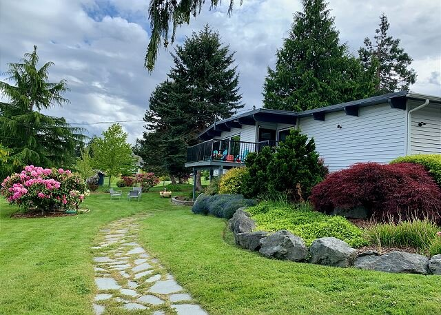 3 bed 2.75 bath Dog Friendly Home on the 'sunny side' of Whidbey Island (290), holiday rental in Freeland