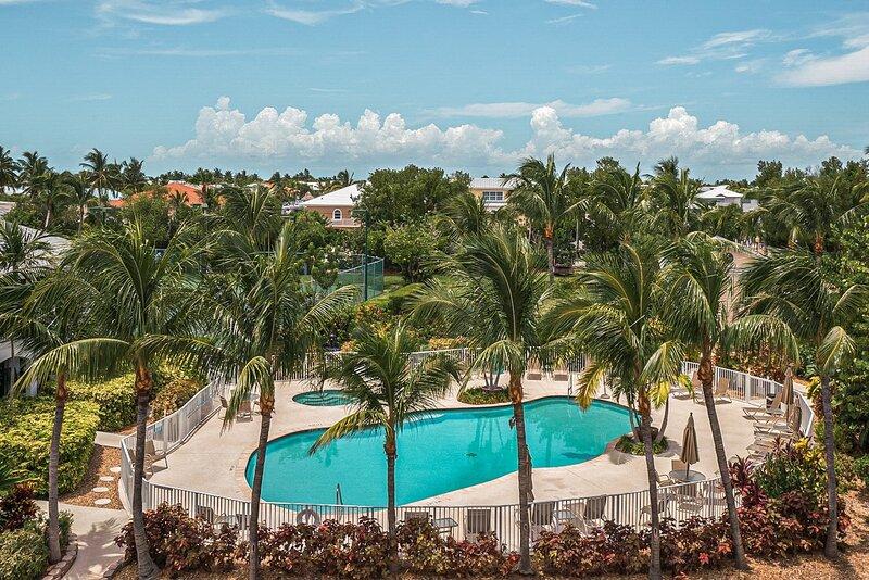 Supreme 7bd Ocean View Penthouse with 2 rooftop lounges, gym, sauna, movie room, aluguéis de temporada em Long Key
