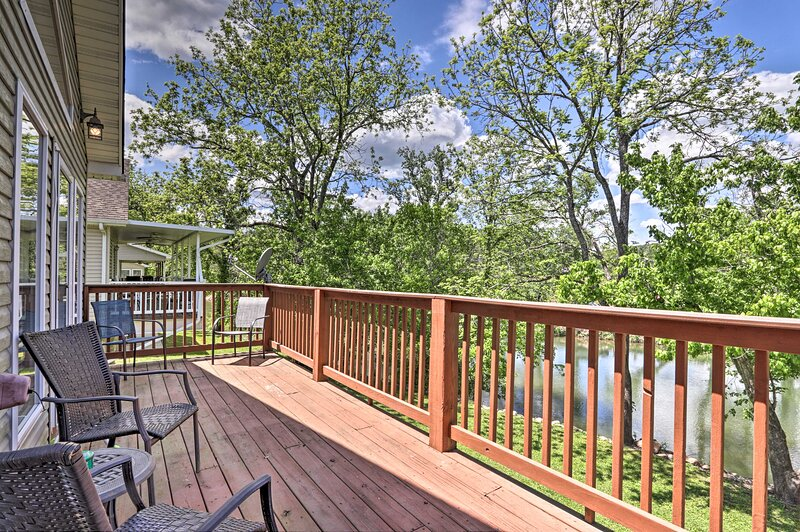 'River Oar'asis' w/ Deck in Heart of Pigeon Forge! – semesterbostad i Pigeon Forge