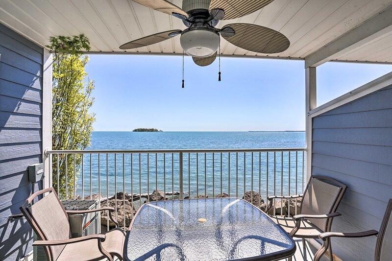 Waterfront Middle Bass Condo w/ Pool Access!, location de vacances à Pelee Island