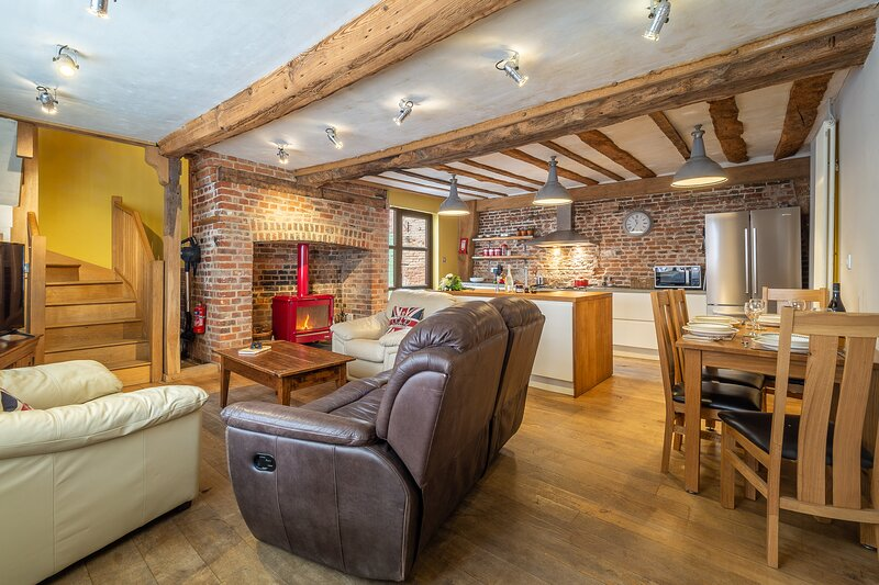 Wooden beamed 17th Century cottage - White Lion Cottage, holiday rental in Leavenheath