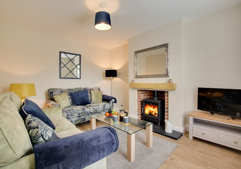 Holly Tree Cottage, vacation rental in Briston