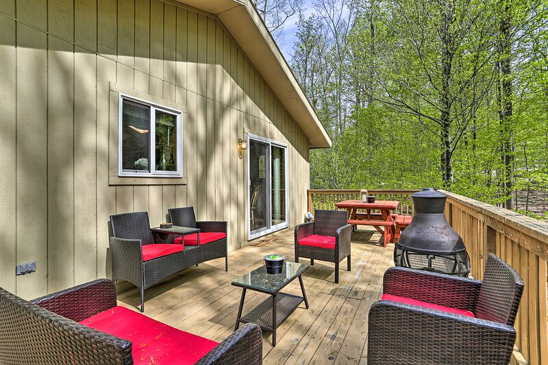 NEW! Updated Family Home: Pool, Golf & Lake Access, holiday rental in South Canaan
