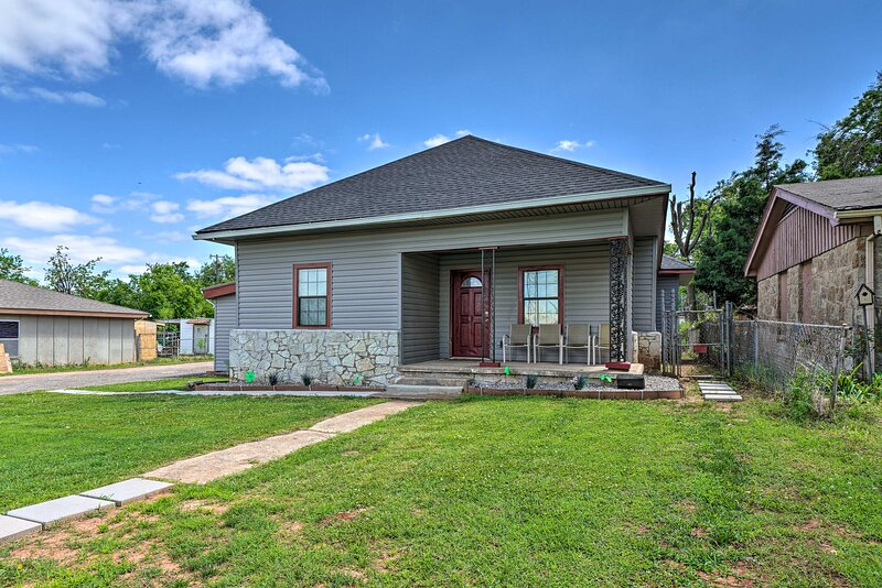 NEW! OKC Home w/ Fenced-In Backyard & Pool Table, holiday rental in Spencer