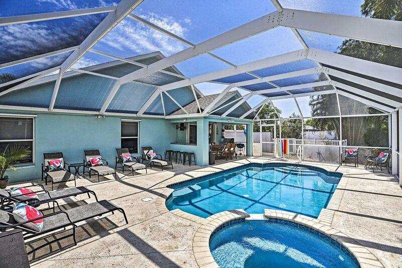 NEW! Modern Beach Retreat w/ Pool, Hot Tub & Patio, location de vacances à Iona