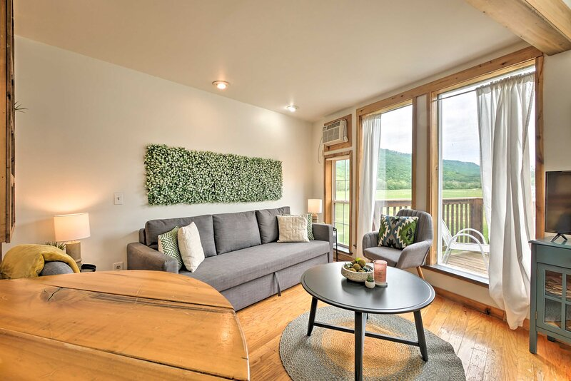 NEW! Cozy-Chic Abode: Hang Glide, Hike, Rock Climb, vacation rental in Trenton