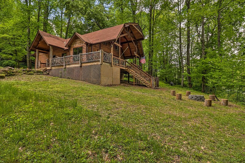 NEW! Updated Cabin: <10 Miles to Skiing & Hiking!, vacation rental in Maggie Valley