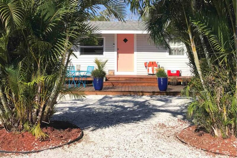 2Bedroom Beach Cottage - 3 Miles to Siesta Key, location de vacances à Osprey