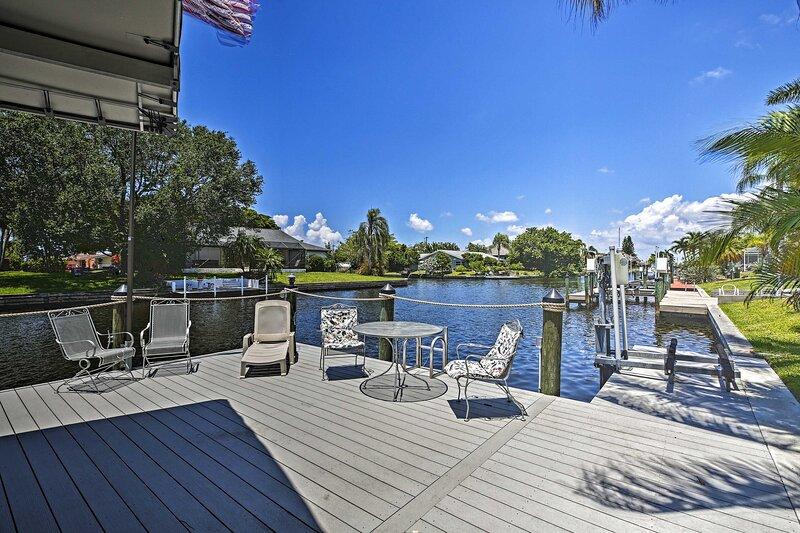 NEW! Riverfront Cape Coral Property w/ Boat Dock!, location de vacances à Iona