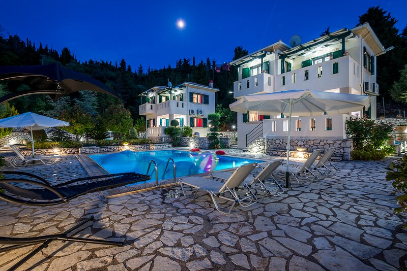 Two amazing pool villas near beaches,sea view,exclusive pool for each, holiday rental in Asproyerakata