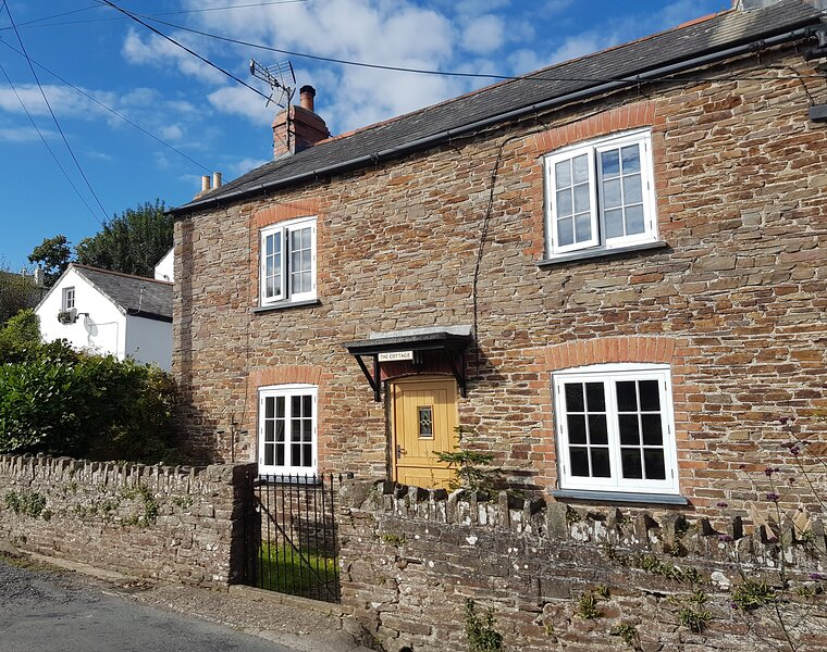 Character 19th Century Cottage on the North Devon Coast, holiday rental in Buckland Brewer