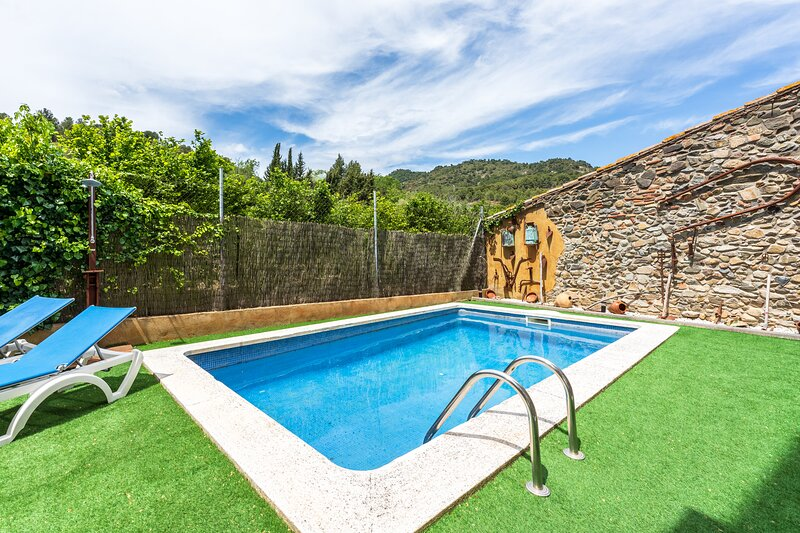 Lovely Rural Apartment in Les Irles Tarragona, holiday rental in Cornudella de Montsant