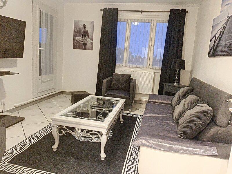 Sublime T3 de 66 m2 3/4 personnes, holiday rental in Chozeau