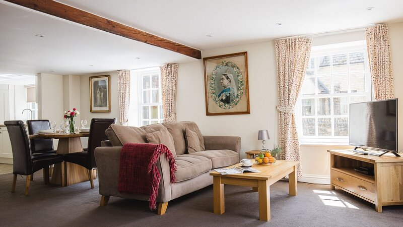 Queens Cottage at Sudeley Castle - A bright and spacious holiday home that has b, vacation rental in Winchcombe