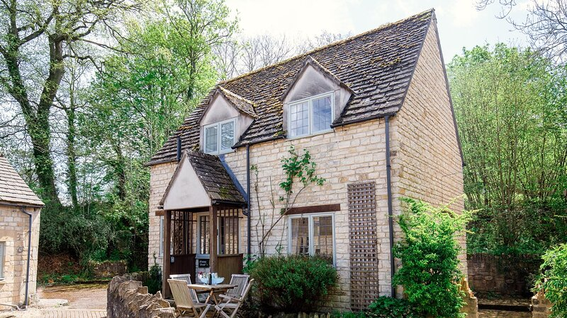 Emma Dent Cottage at Sudeley Castle - Delightful cottage located on the Sudeley, vacation rental in Winchcombe