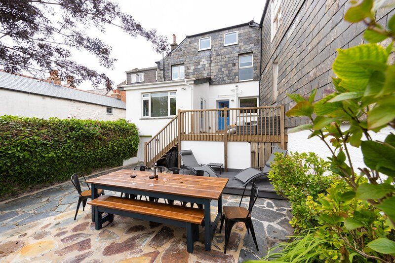 Hafryn in the heart of Padstows Old Town, holiday rental in Treator