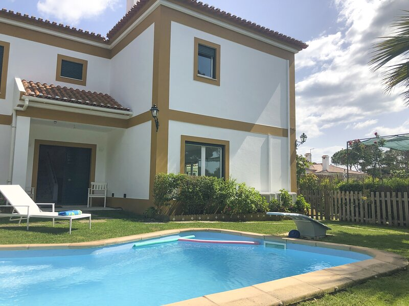 LVPremier LA1- heated pool, Jacuzzi, AC, garden, holiday rental in Alfarim